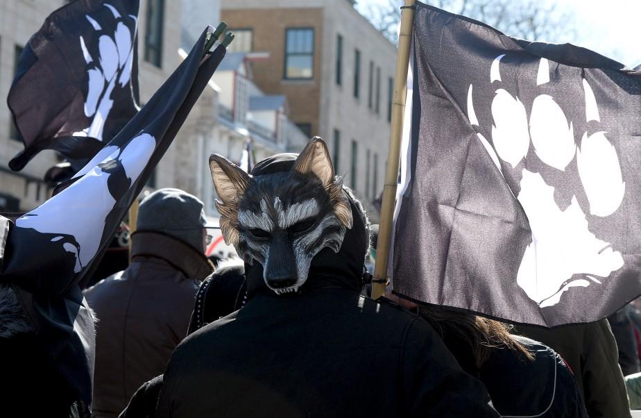 Une centaine de membres du groupe de droite La Meute ont manifesté dans le Vieux-Québec et sur la colline Parlementaire samedi après-midi. (Le Soleil, Erick Labbé)