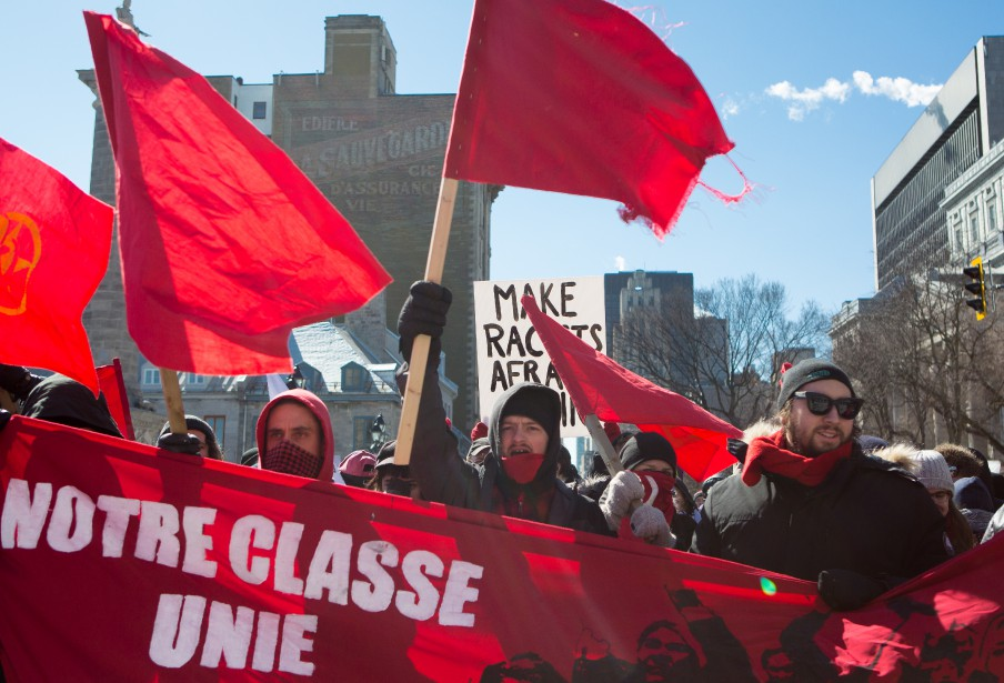 Plus de 200 manifestants de différentes factions se sont réunis samedi à Montréal pour contester - ou appuyer - la motion 103 du gouvernement libéral.   4 mars 2017
