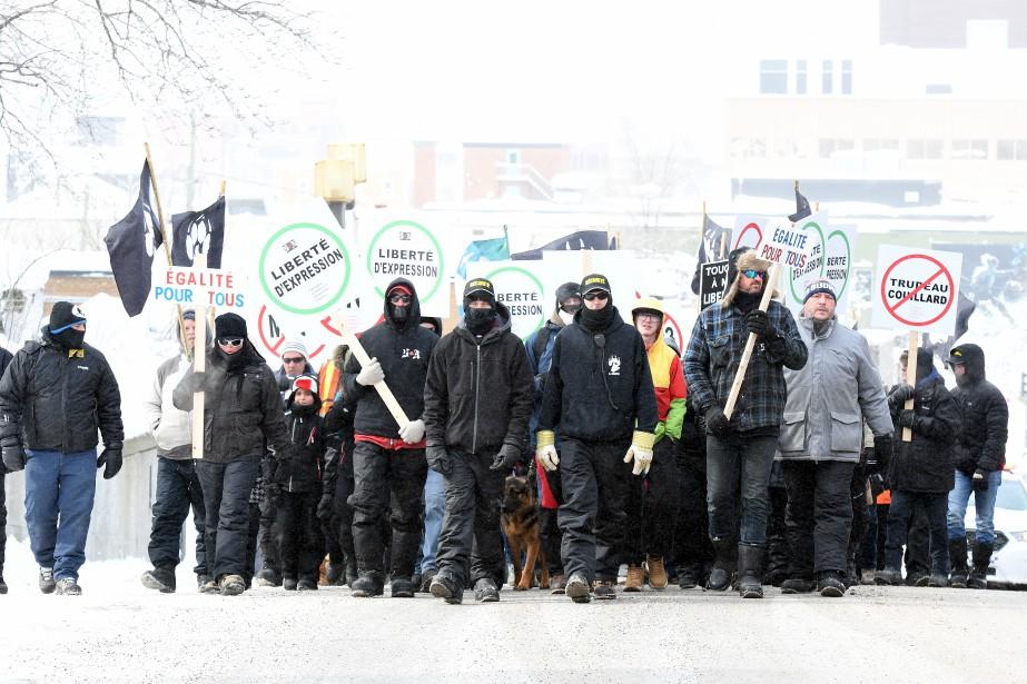 Des membres de La Meute se sont également réunis à Saguenay samedi.   4 mars 2017