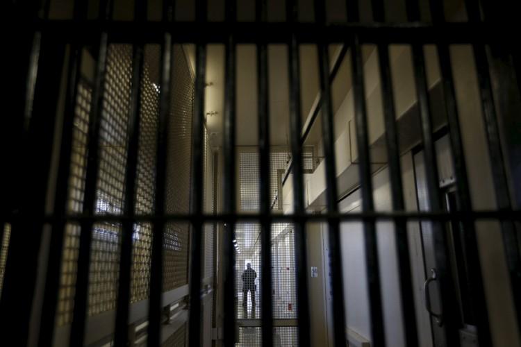 Un homme de 41 ans qui a passé la nuit au poste de police... (ARCHIVES REUTERS)
