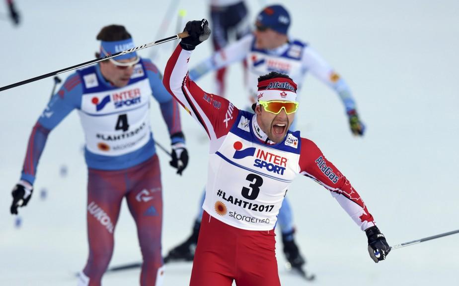 Sa victoire au 50 kilomètres est la première médaille d'or en carrière pour Alex Harvey dans une épreuve individuelle aux Mondiaux de ski de fond. Il a ainsi fait la barbe à Martin Johnsrud Sundby et à Sergey Ustiugov. (AFP, Christof Stache)