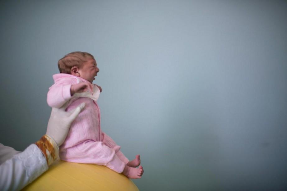 Un bébé de deux mois atteint de microcéphalie... (Archives AP)