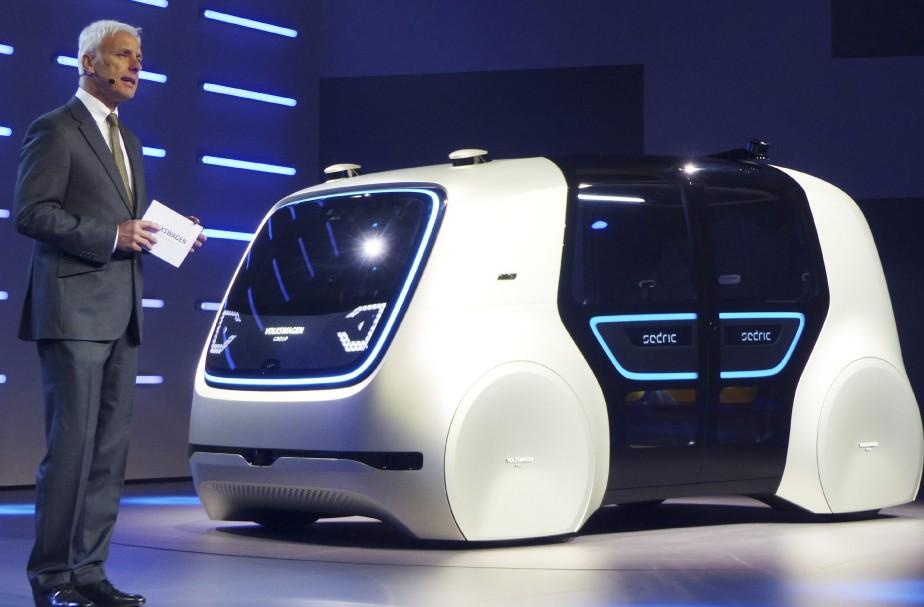 Le patron de Volkswagen Matthias Mueller a présenté le prototype Sedric, une étude de véhicule autonome avant l'ouverture du Salon de l'auto de Genève. (AP)