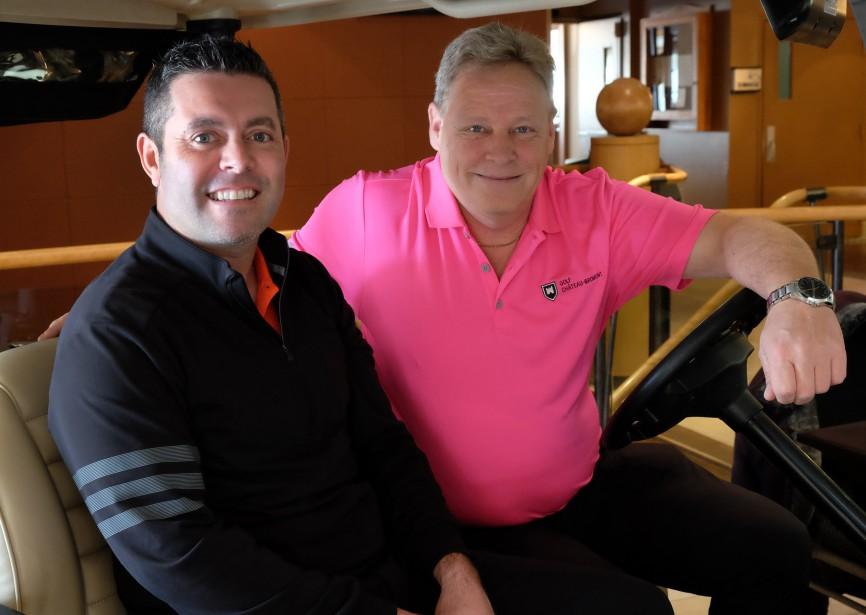 Le numéro un dans la PGA du Canada, Dave Lévesque, est le nouveau pro du golf Château-Bromont. Il pose en compagnie du directeur général de l'endroit, Martin Ducharme. | 6 mars 2017