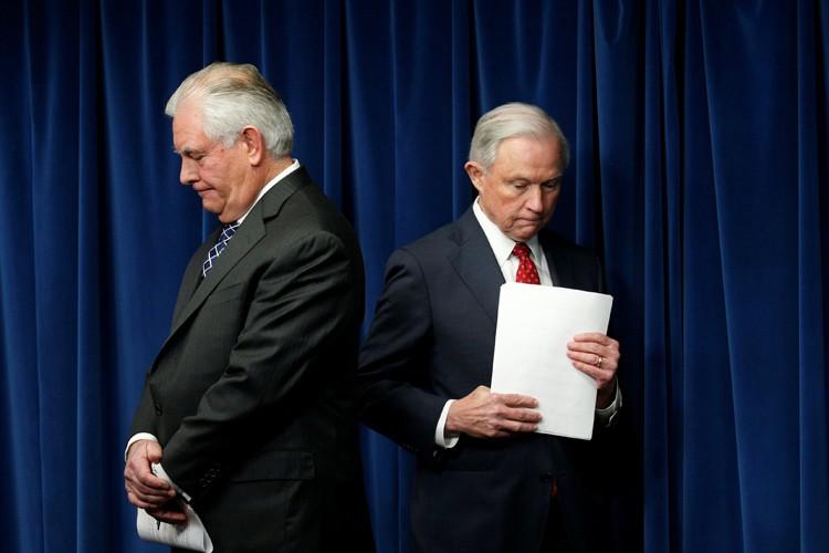 Le décret «est une mesure vitale pour renforcer... (PHOTO REUTERS)