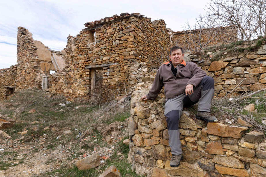 José Maria Carrascosa dans le village abandonné de... (AFP)