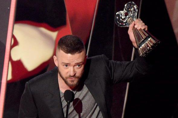Justin Timberlake a gagné le trophée dela chanson... (PHOTO CHRIS PIZZELLO, INVISION/ASSOCIATED PRESS)