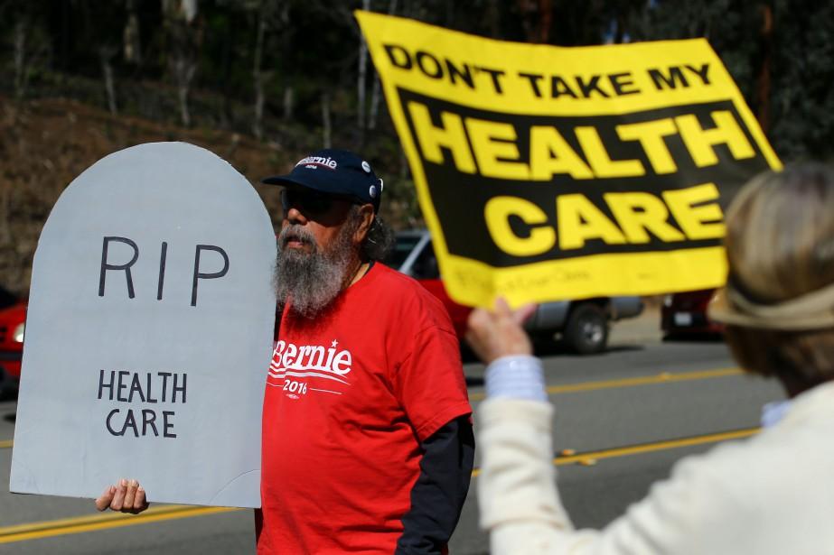 Des manifestants opposés au remplacement d'Obamacare, le 7... (Photo Mike Blake, archives REUTERS)
