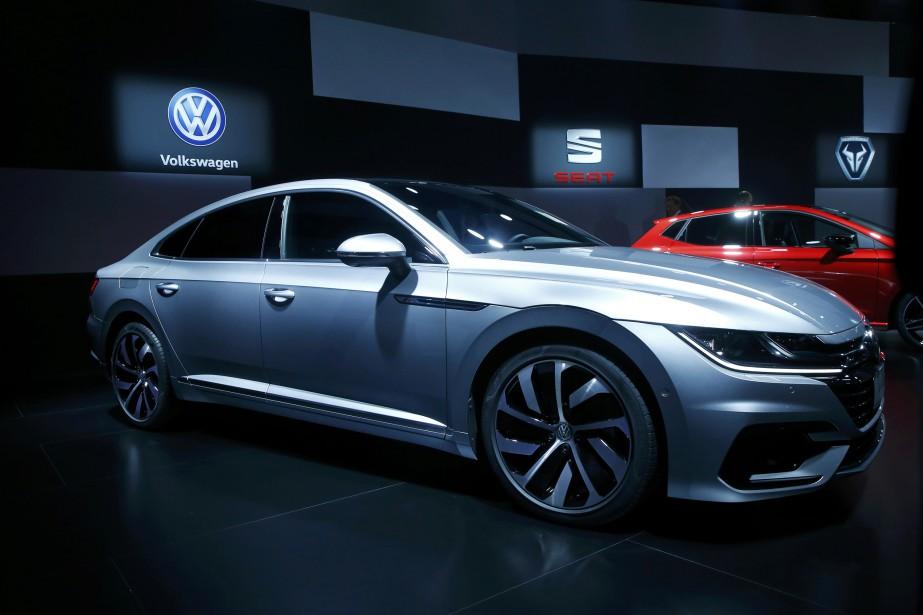 Volkswagen compte sur l'Arteon R, entre autres, pour augmenter ses ventes. L'Arteon prend la place de la berline CC dans l'offre Volkswagen.<br /><br /><br /> (REUTERS)