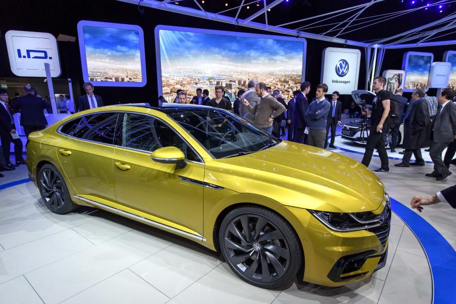 Volkswagen compte sur l'Arteon, entre autres, pour augmenter ses ventes. L'Arteon prend la place de la berline CC dans l'offre Volkswagen. (AP)