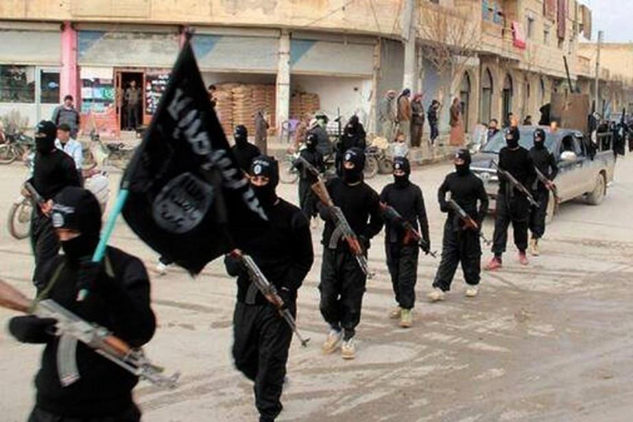 Des combattants de l'EI.... (Photo archives Associated Press)