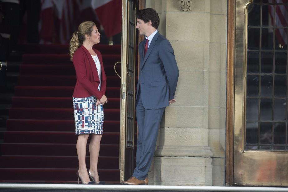Sophie Grégoire en compagnie de son conjoint, le... (Photo Paul Chiasson, archives La Presse canadienne)