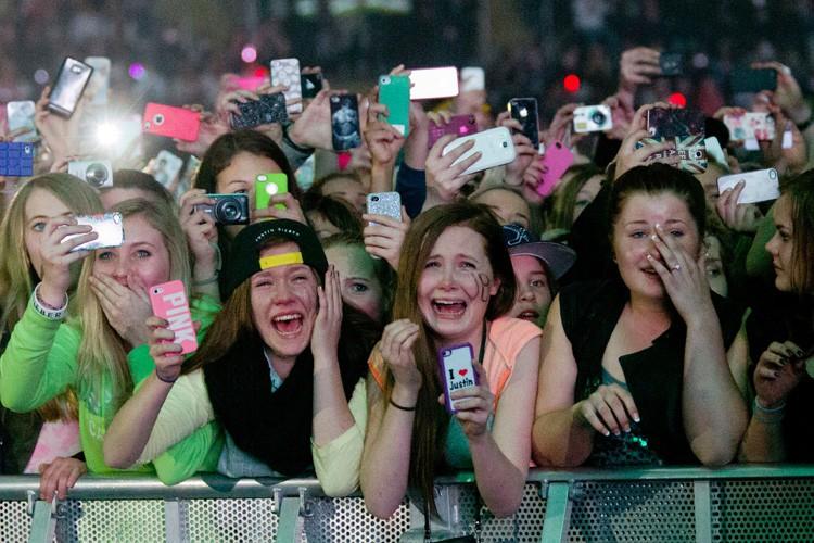 Des fans de Justin Bieber lors d'un concert... (ARCHIVES AFP)