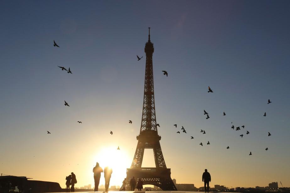 La tour Eiffel, emblème de la capitale française... (PHOTO LUDOVIC MARIN, ARCHIVES AFP)