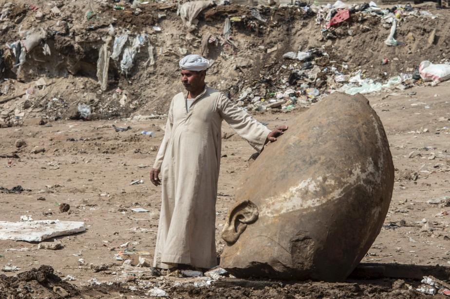 Une gigantesque satue de Ramsès II a été... (AFP, KHALED DESOUKI)