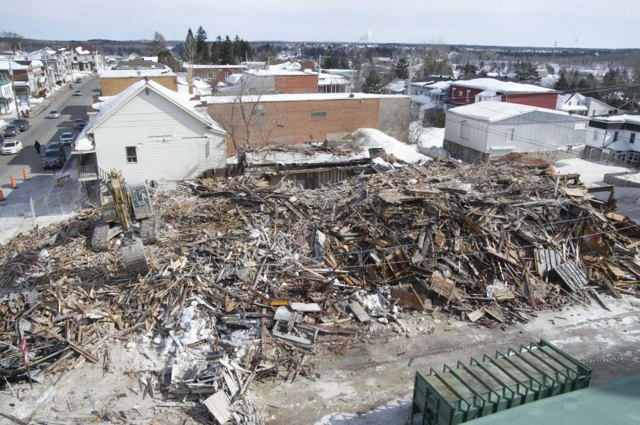 Une autre vue de la démolition de l'immeuble, le vendredi 10 mars. | 10 mars 2017
