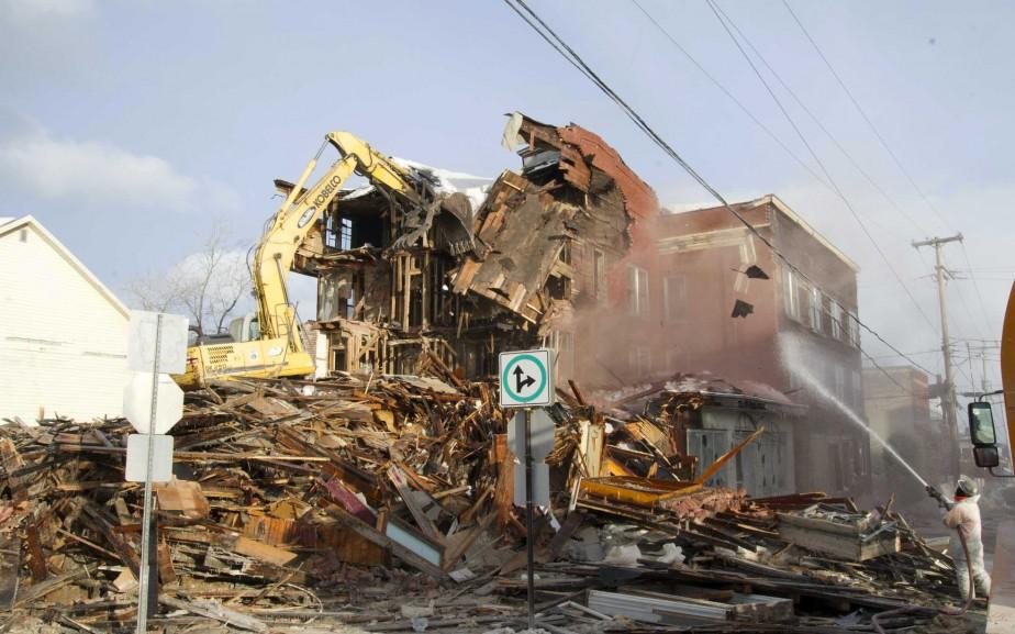 La facture des travaux de démolition devrait s'élever à près de 240 000 $. La présence d'amiante a été décelée dans la bâtisse. | 10 mars 2017