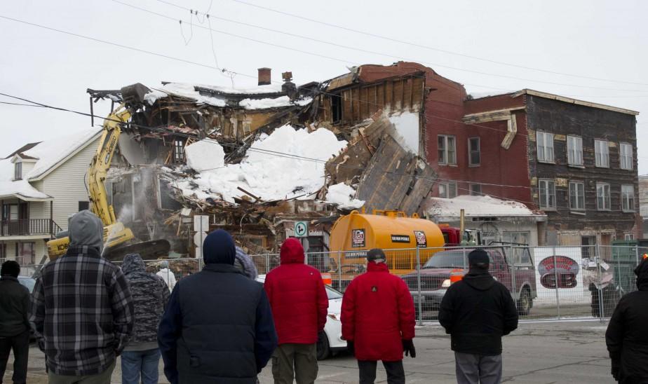 Les gens du coin ont assisté à la démolition du lieu qui faisait partie du paysage urbain depuis des décennies. | 10 mars 2017
