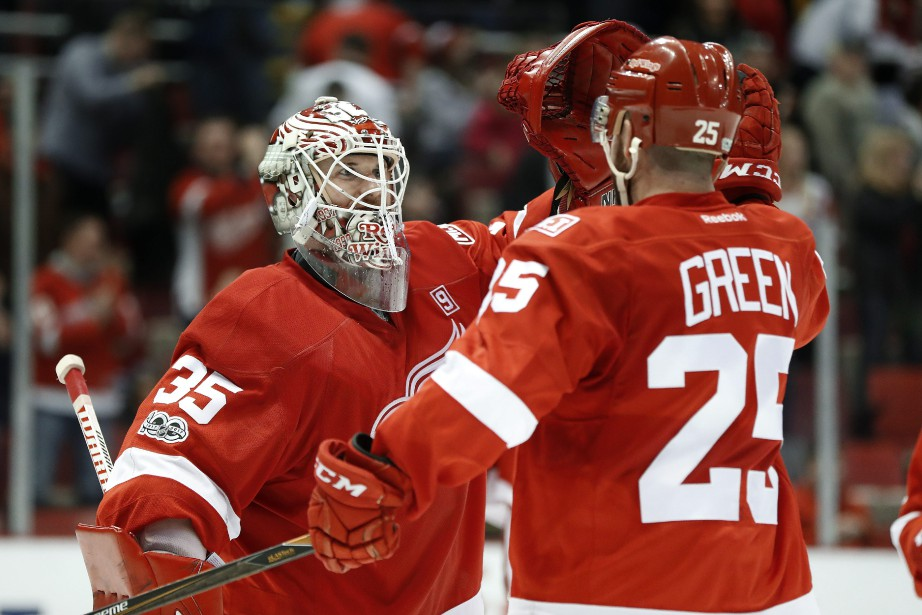 Jimmy Howard et Mike Green.... (Photo Paul Sancya, AP)