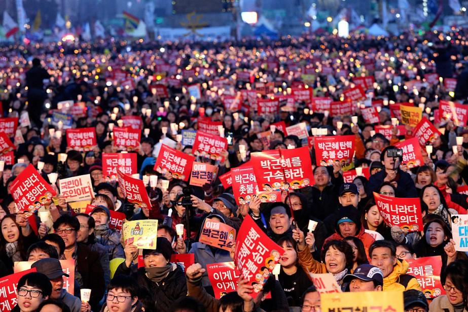 Environ 50000manifestants opposés à la présidente destituée Park... (PHOTO Ahn Young-joon, ASSOCIATED PRESS)