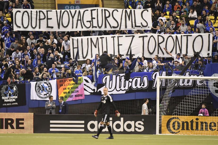 Les Ultra de l'Impact avaient un message clair adressé à ... Toronto. (Photo Bernard Brault, La Presse)