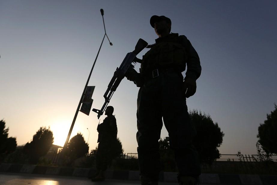 Vingt policiers afghans ont été... (Photo Rahmat Gul, archives Associated Press)