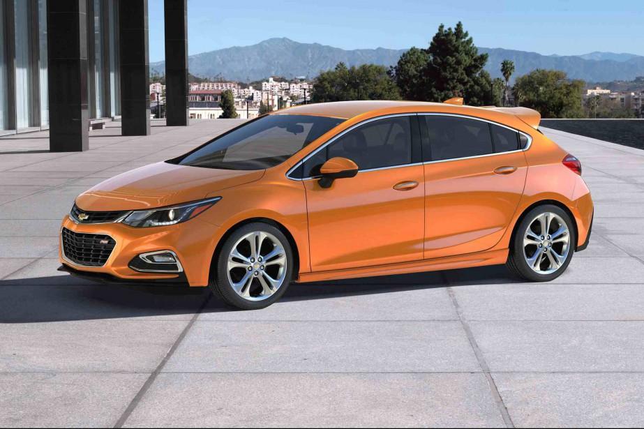 Totalement repensée en 2016, la Cruze cherche aujourd'hui à incarner le regain de Chevrolet dans le secteur des autos dites économiques. (AP)