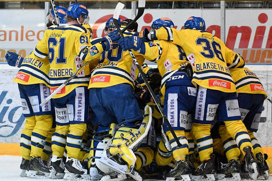 Les joueurs des Dragons de Storhamar célèbrent leur... (PHOTO Fredrik Olastuen, ASSOCIATED PRESS/NTB Scanpix)