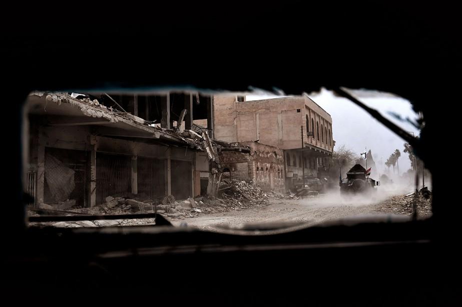 Les forces d'élite du contre-terrorisme (CTS), la police... (PHOTO ARIS MESSINIS, AGENCE FRANCE-PRESSE)