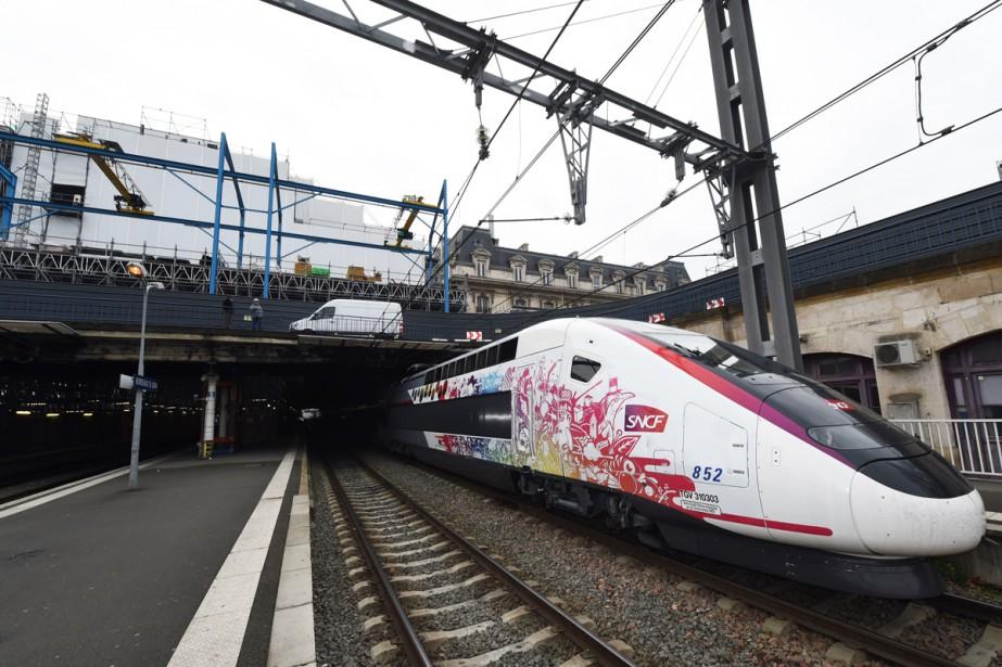 L'ouverture de deux nouvelles lignes à grande vitesse... (PHOTO ARCHIVES AFP)
