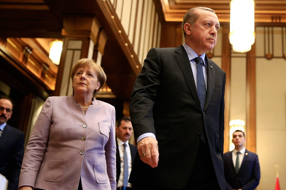 La chancelière allemande Angela Merkel a rendu visite... (PHOTO Lefteris Pitarakis, archives ASSOCIATED PRESS)