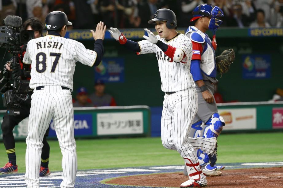 Tetsuto Yamada (à droite) a claqué deux circuits... (Photo Shizuo Kambayashi, AP)