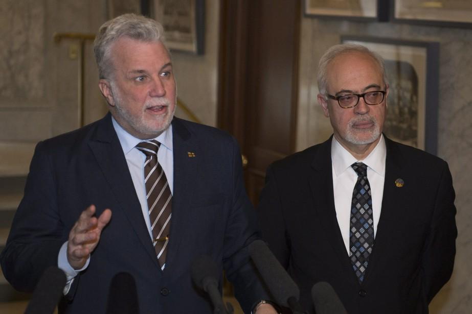 Le premier ministre Philippe Couillard et le ministre... (Photo Jacques Boissinot, PC)