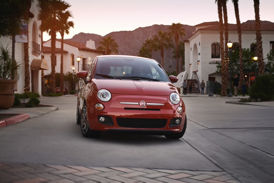 Fiat 500  Nombre de ses premiers propriétaires jurent qu'ils ne poseront plus jamais les fesses dans cette auto qu'ils jugent fragile et insuffisamment au point. Des correctifs ont été apportés depuis, mais le mal est fait. Dommage, car la 500 est amusante en diable. | 14 mars 2017