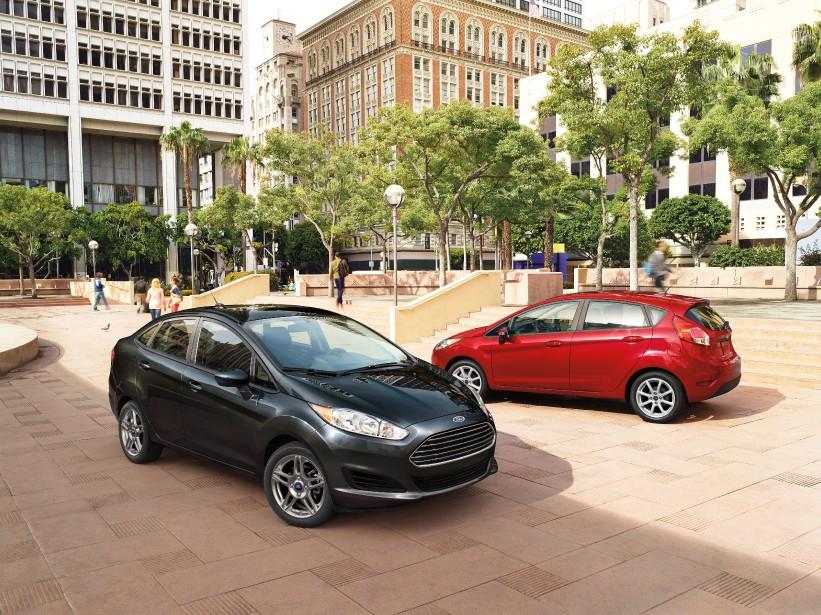 <strong>Ford Fiesta</strong>Malgré de bienveillantes attentions pour la maintenir au sommet de sa forme, la Fiesta peine à dissimuler ses rides et ses défauts. Le plus criant est sans l'ombre d'un doute la boîte automatique appelée PowerShift à la fiabilité douteuse. ()