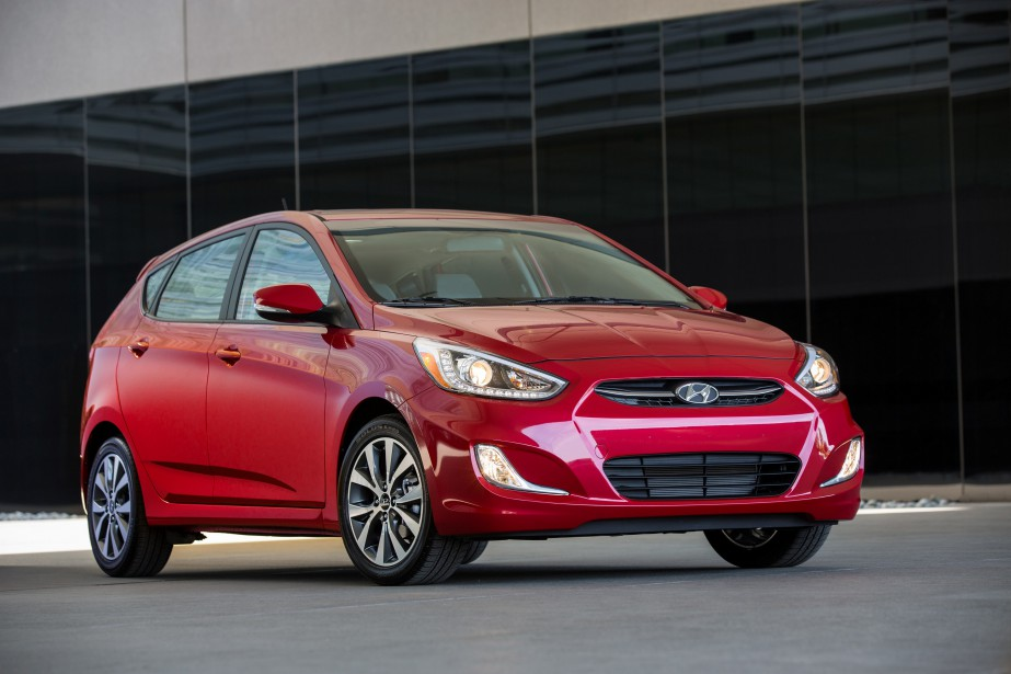 Hyundai Accent  Une Accent 2018 renouvelée a été annoncée, alors Hyundai proposera sans doute des rabais sur les Accent 2017 en stock. Une affaire à saisir? Oui : il s'agit d'un modèle techniquement éprouvé et généreusement garanti. | 14 mars 2017