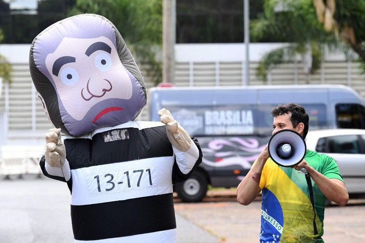 L'ancien présidebt du Brésil Luiz Inácio Lula da... (PHOTO AFP)