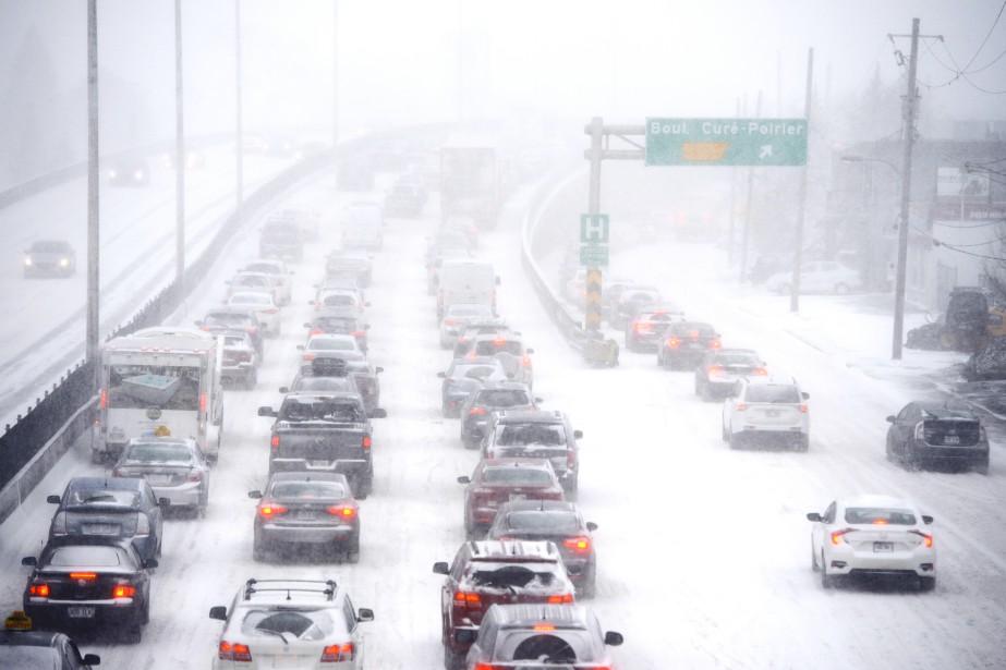 Congestion sur le boulevard Taschereau. (BERNARD BRAULT, LA PRESSE)