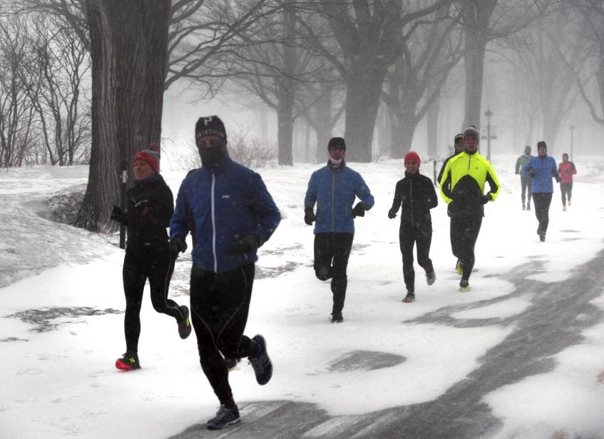 La neige n'a pas empêché ces coureurs de s'entraîner. | 14 mars 2017