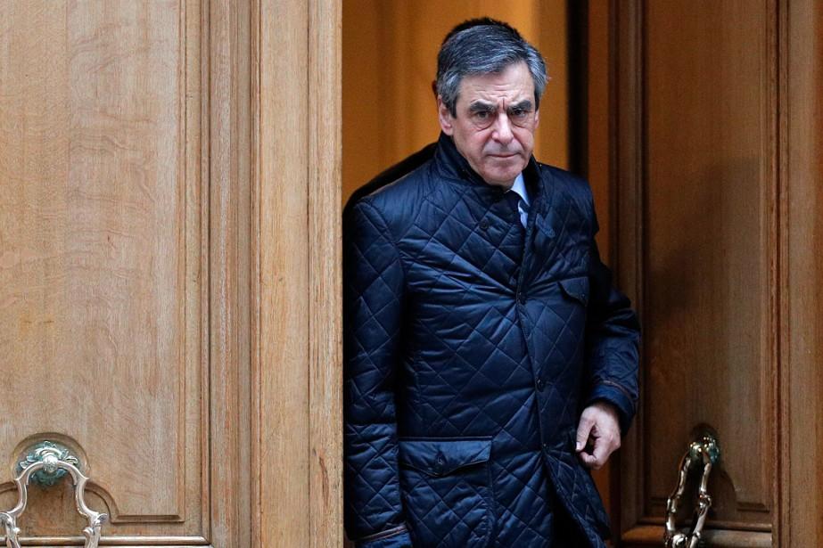 Le candidat conservateurFrançois Fillon alors qu'il quittait son... (Christophe Ena, AP)