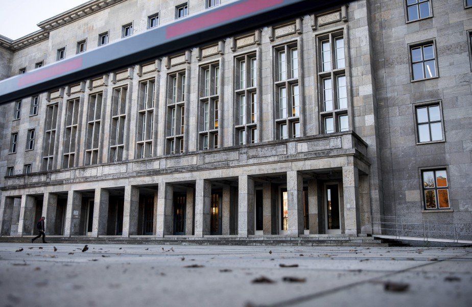 L'édifice du ministère allemand des Finances.... (Photo Michael Kappeler, archives AP)
