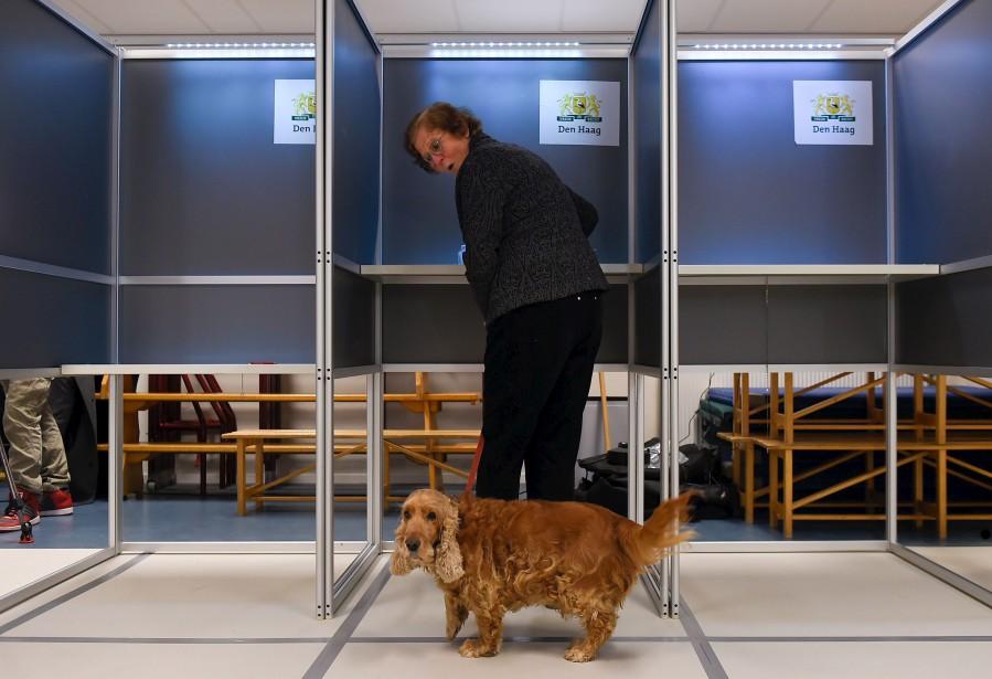 Des millions de Néerlandais ont voté mercredi aux élections législatives où était en lice le député anti-système Geert Wilders, vu comme un baromètre de la montée du populisme en Europe. | 15 mars 2017
