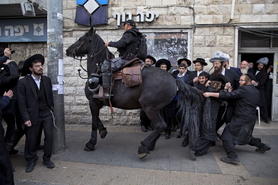 Un groupe de Juifs ultra-orthodoxes manifestent contre la conscription à Jérusalem. | 15 mars 2017