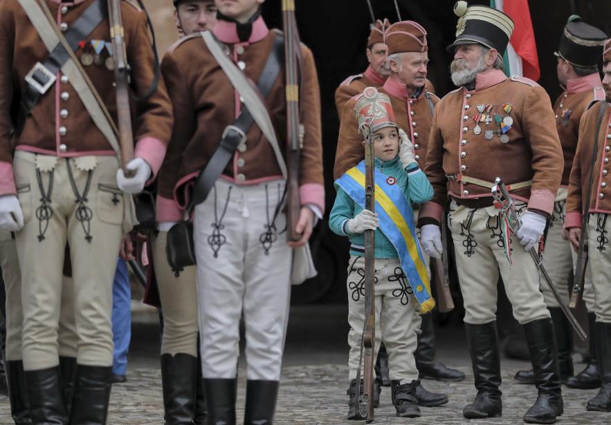 Des milliers de Hongrois participent à une parade en l'honneur de la révolution de 1848 et de la fin de l'empire des Habsbourg. | 15 mars 2017