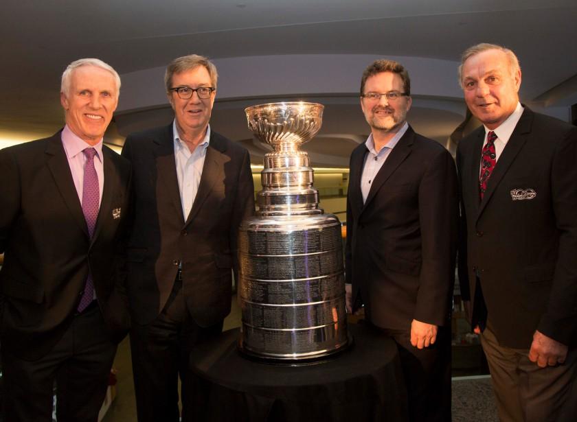 Mike Bossy, Jim Watson, Maxime Pedneaud-Jobin et Guy Lafleur avec la coupe | 15 mars 2017