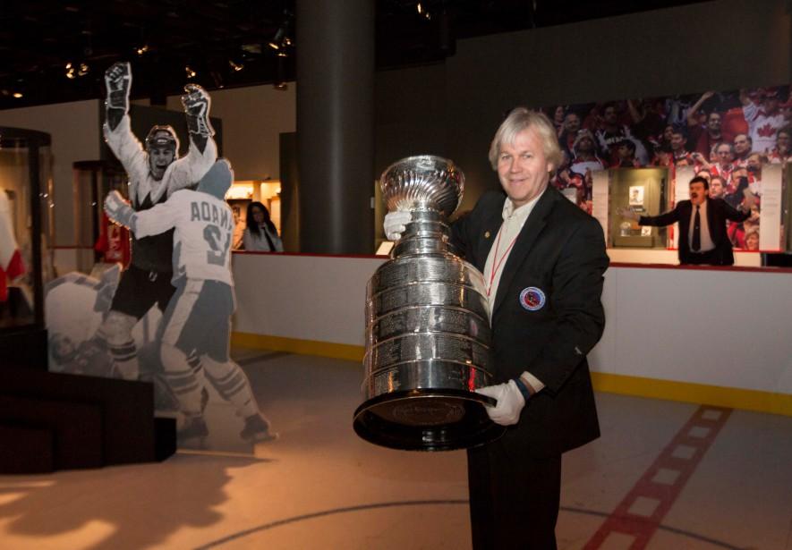 Philip Pritchard le gardien de la coupe Stanleyau coeur de l'exposition Hockey du Musée canadien de l'histoire | 15 mars 2017
