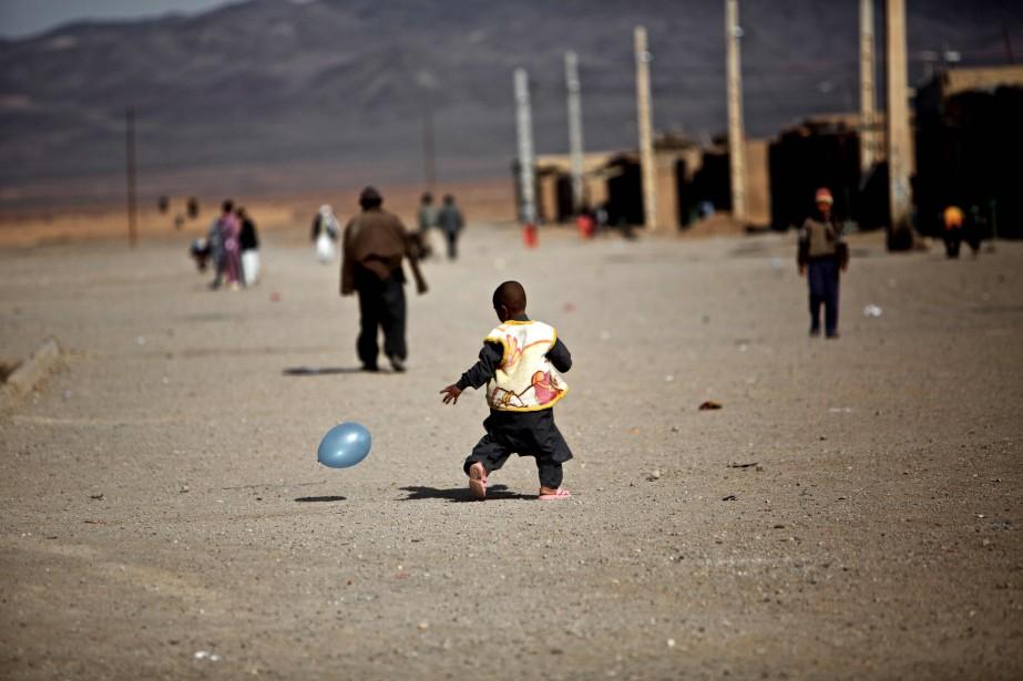 Un million d'Afghans sont accueillis légalement en Iran... (Photo Behrouz MEHRI, archives Agence France-Presse)