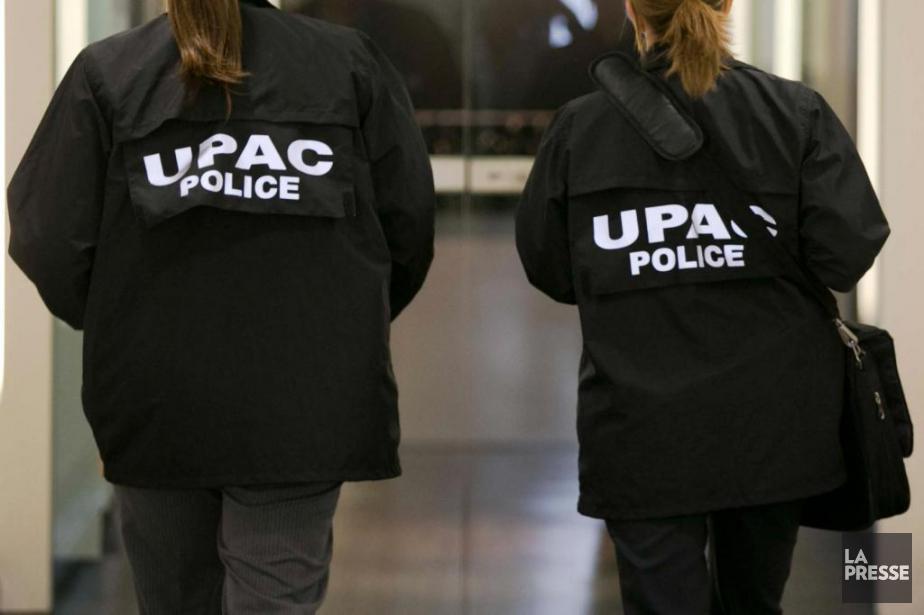 Des agents de l'UPAC.... (PHOTO FRANCOIS ROY, ARCHIVES LA PRESSE)