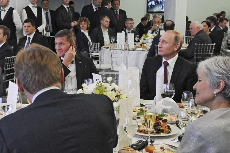 Michael Flynn était assis à côté du président... (PHOTO AP)