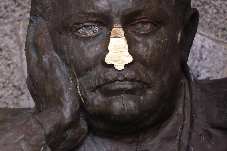 La forme et la taille du nez ont évolué... (Photo Schalk van Zuydam, archives AP)